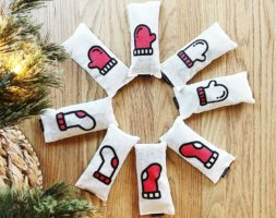 A Dog Named Christmas – Socks & Mittens Set (8 pieces)
